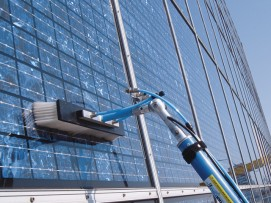 Reinigung Photovoltaikanlage mit einer Bürste