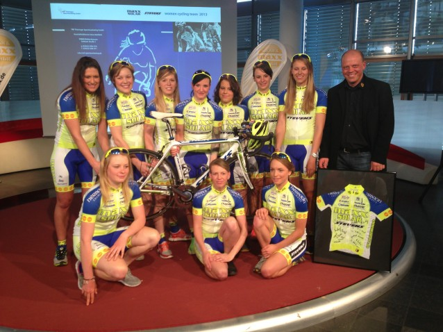 maxx_solar_woman_cycling_Teampräsentation_2013