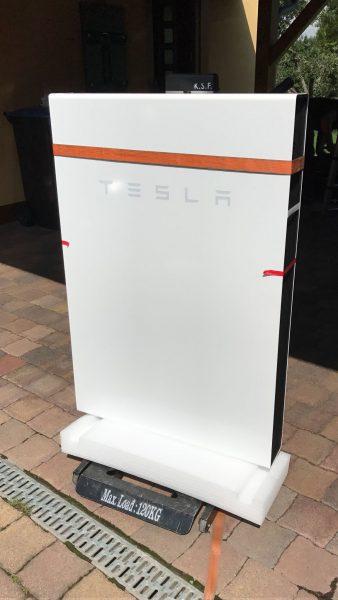 DIe Tesla auf Palette