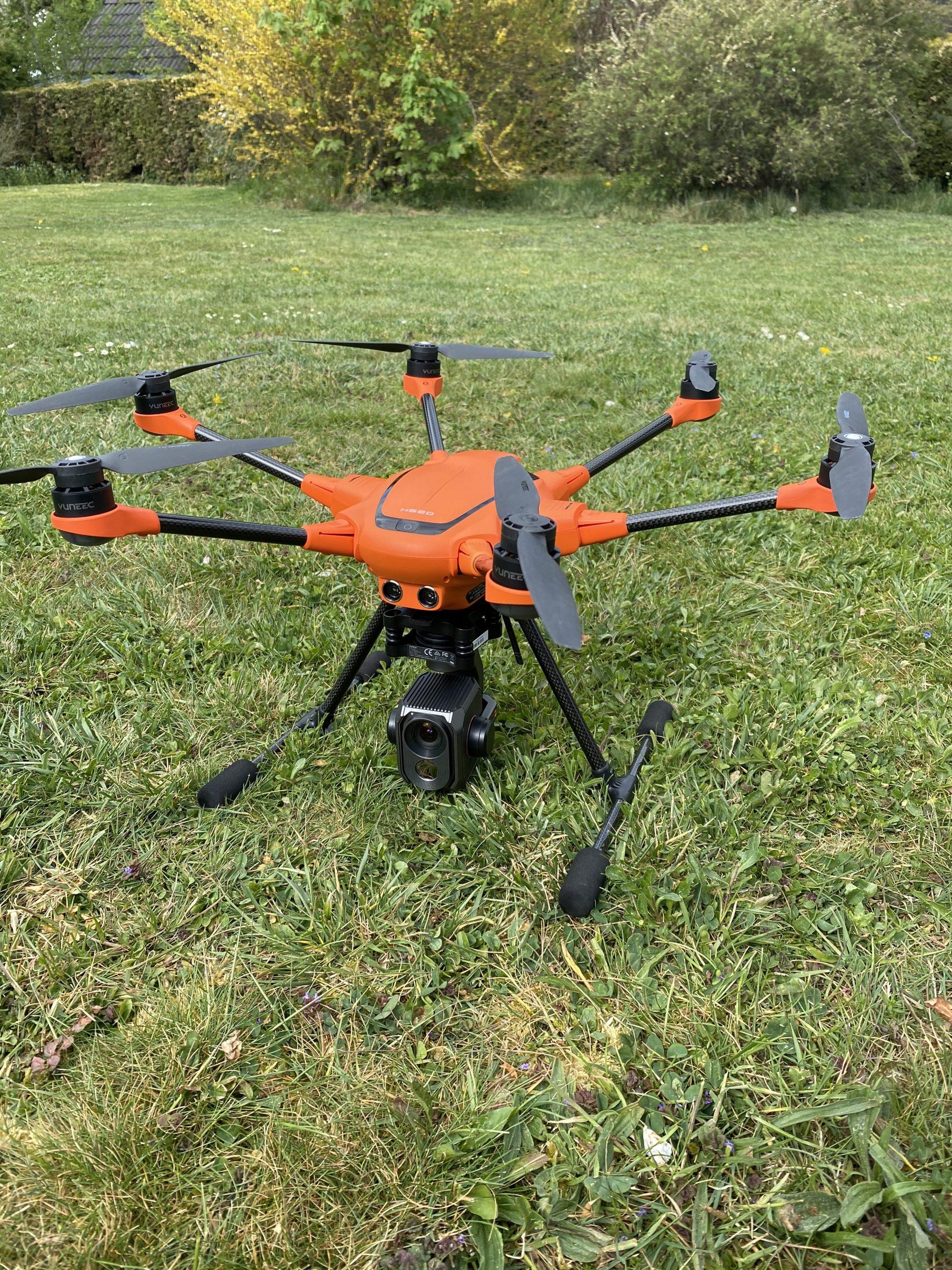 Wir arbeiten mit Drohnen zum Analyse von Verschmutzungen und Schäden der Anlage
