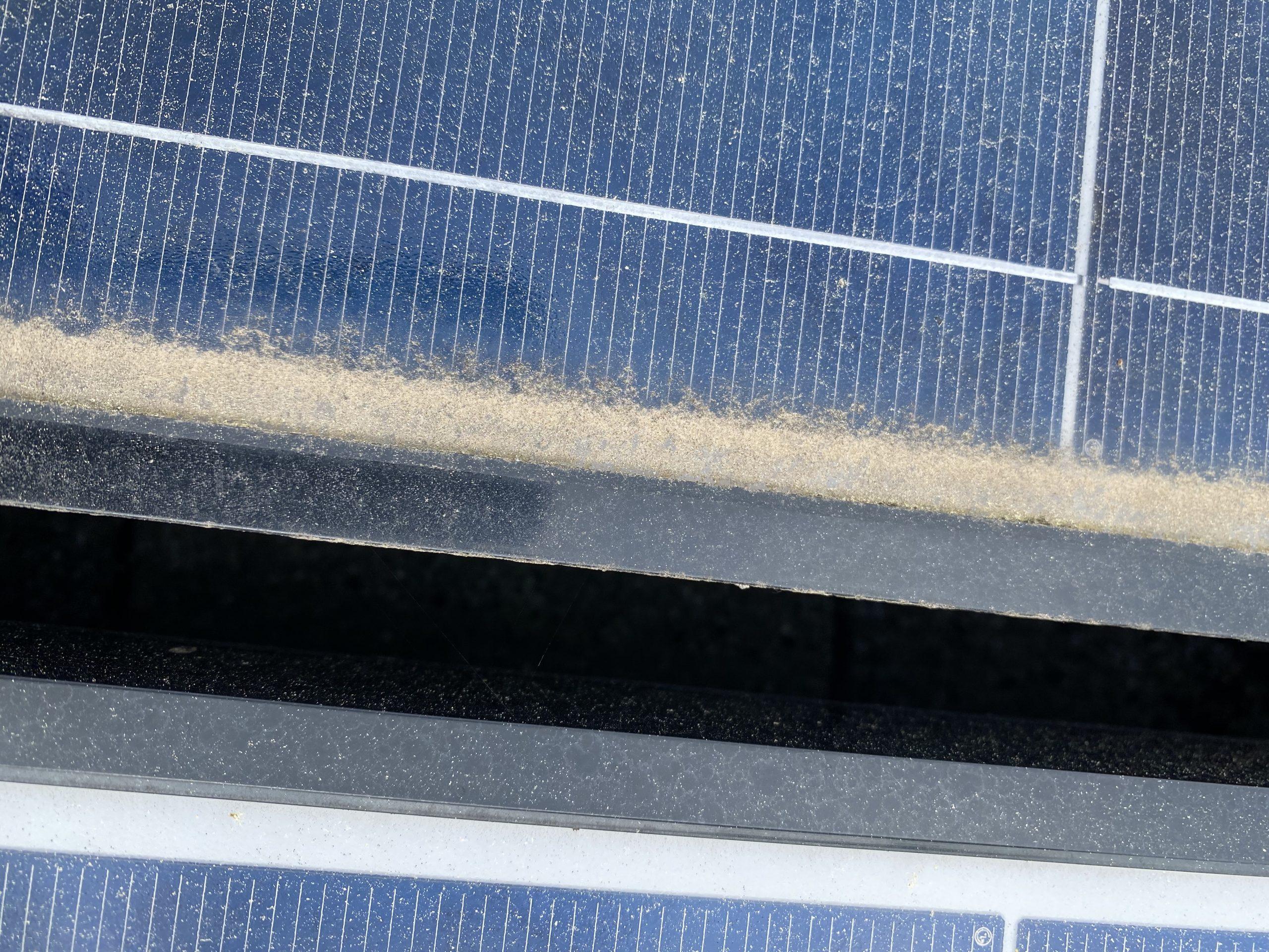 Verschmutzung der Rahmen machen eine Solarreinigung notwendig