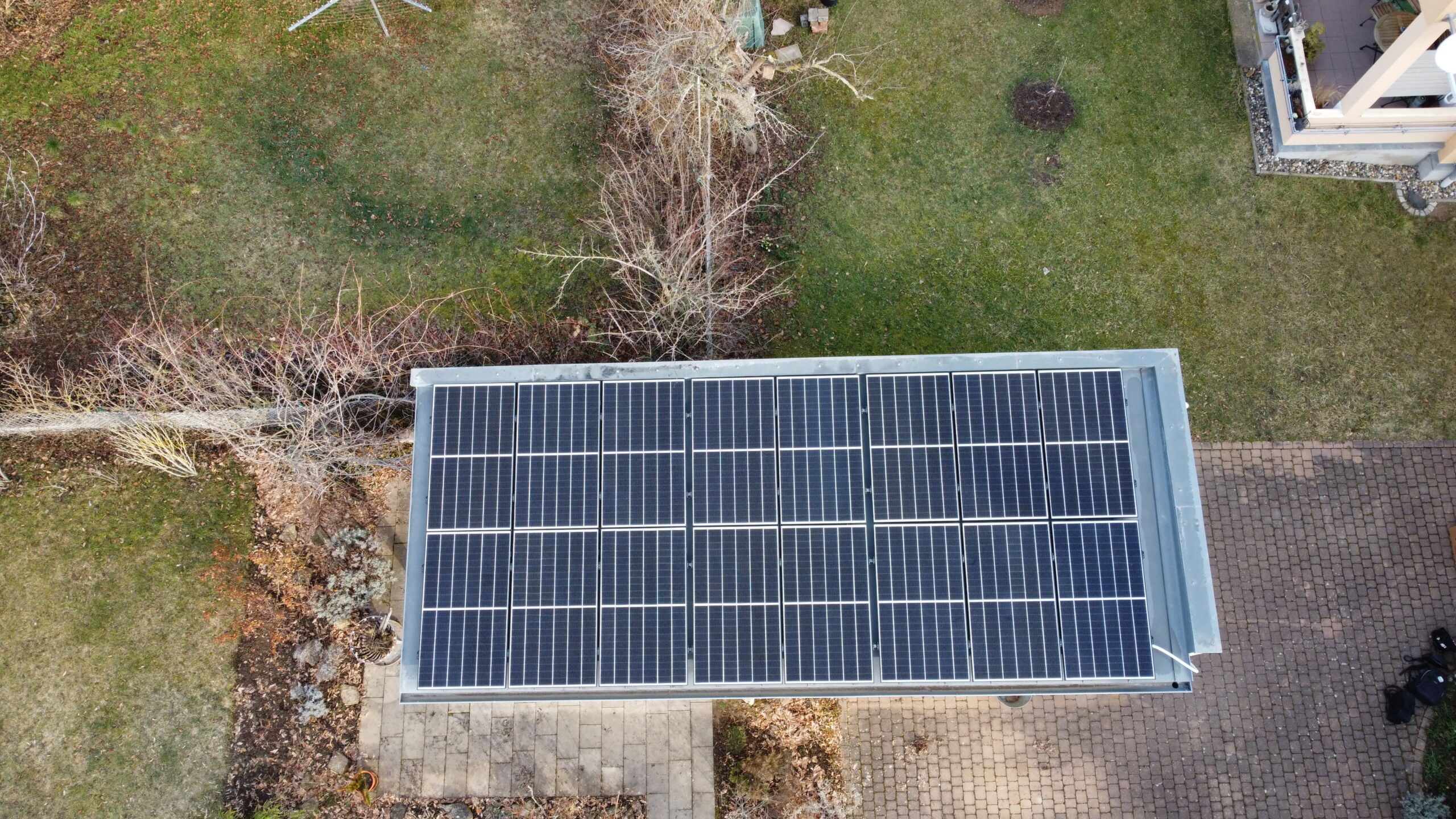 Solaranlage auf einer Garage in Gotha